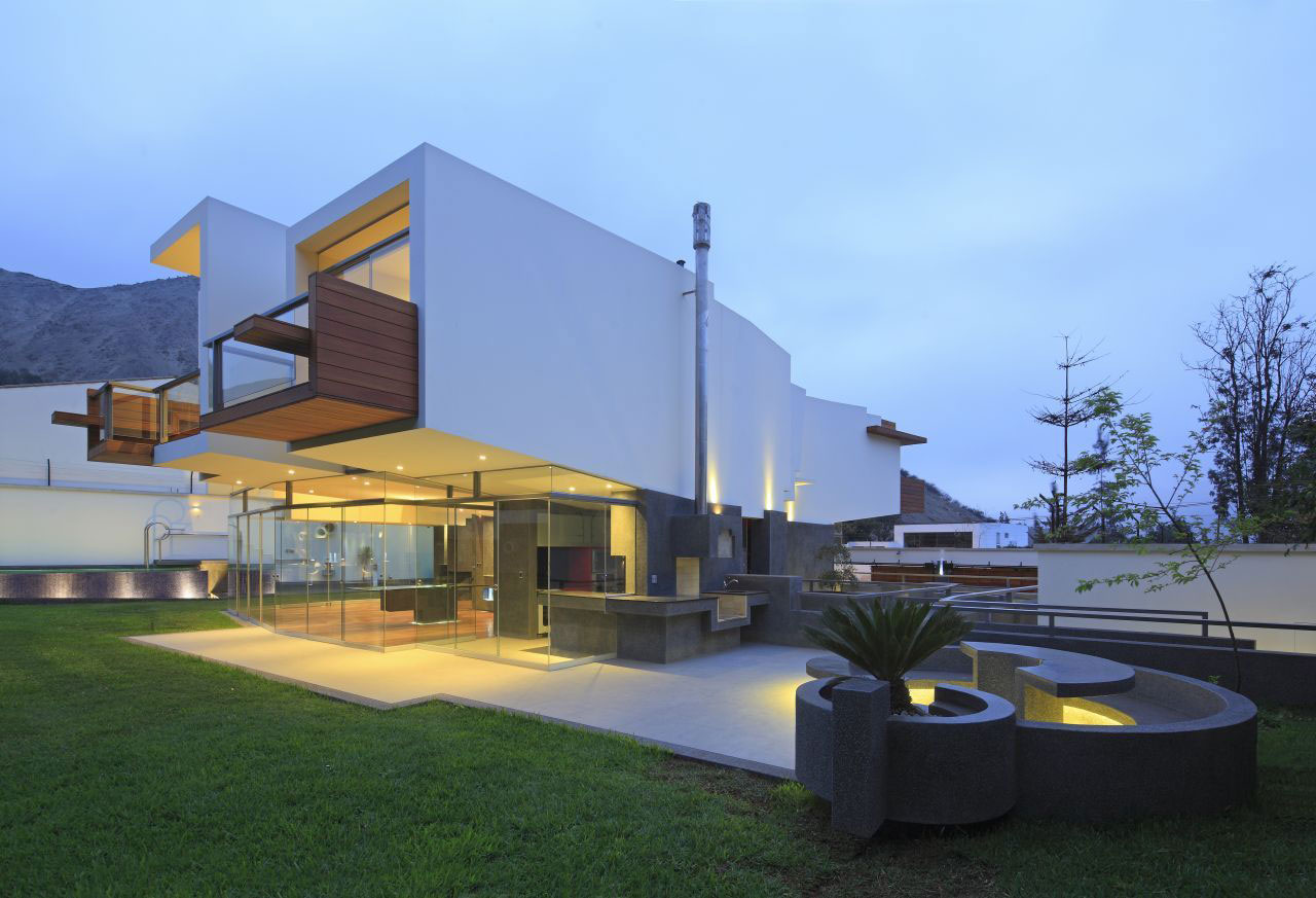 Glass Walls, Garden, Evening, Home in La Planicie, Lima
