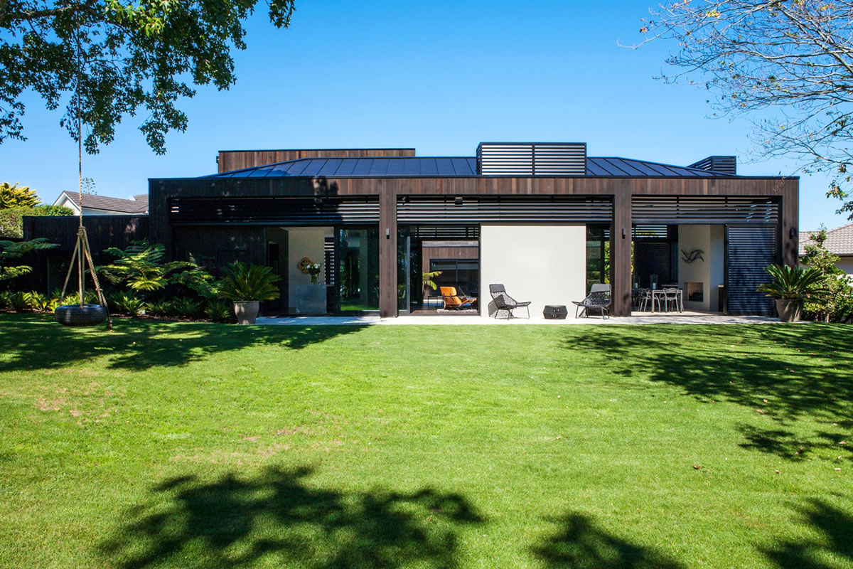 Lawn, Terrace, Outdoor Living, Modern House in Auckland, New Zealand