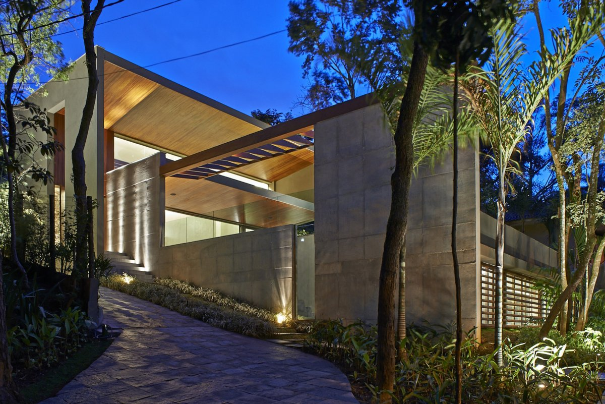 Pathway, Lighting, Contemporary Home in Nova Lima, Brazil