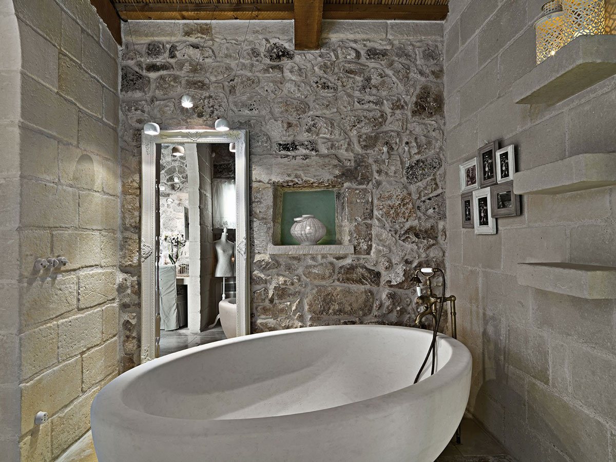 Stone Bath, Rustic Bathroom, Relais Masseria Capasa Hotel in Martano, Italy