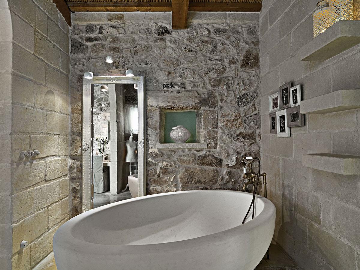 Stone Bath, Rustic Bathroom, Relais Masseria Capasa Hotel in Martano, Italy