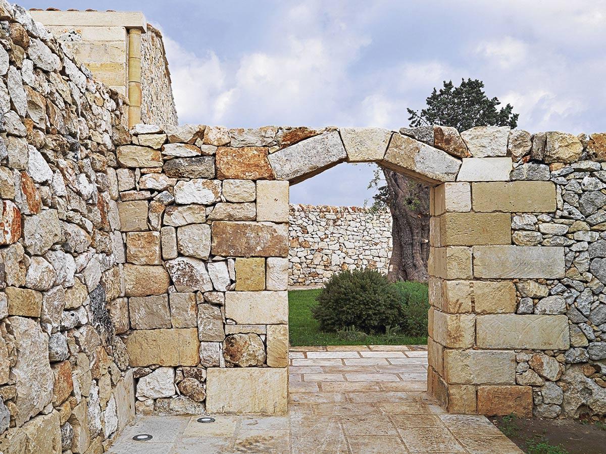 Stone Wall, Arch, Relais Masseria Capasa Hotel in Martano, Italy