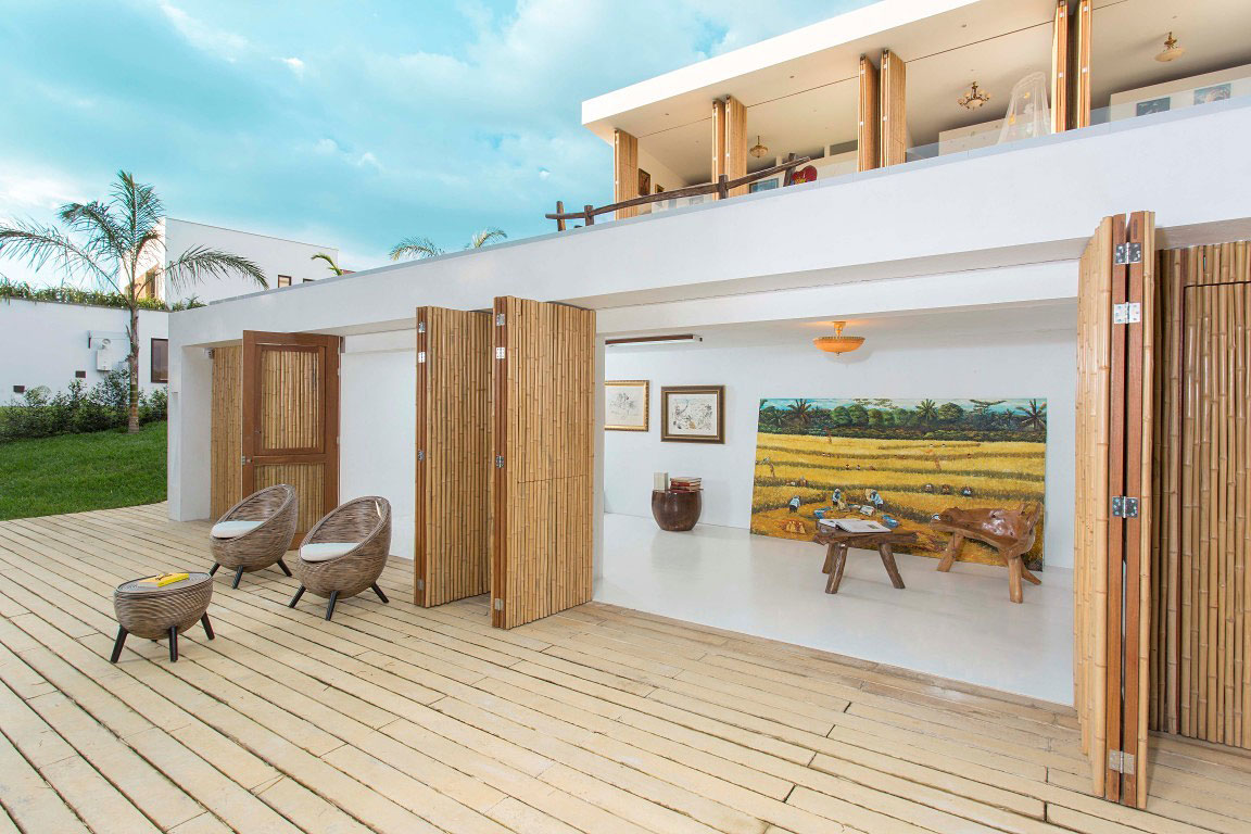 Art, Wooden Sliding Doors, Family Home in Pereira, Colombia