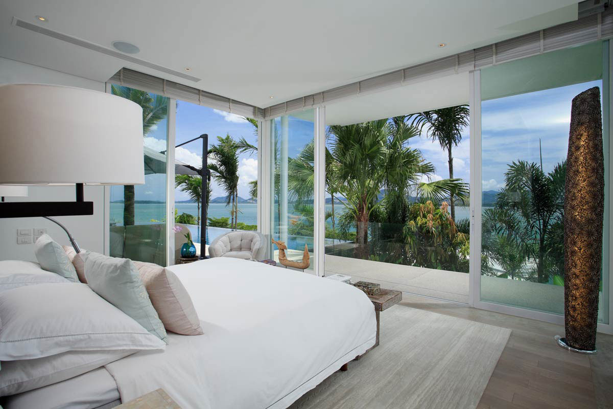Bedroom glass walls views oceanfront villa in phuket for Arthur bonnet salle de bain