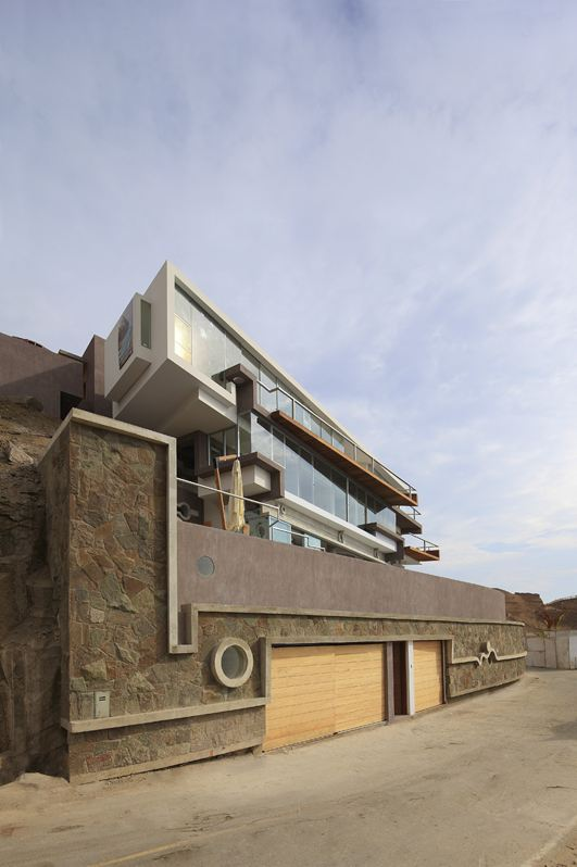 Garage, Stone Walls, Beach House in Lima, Peru