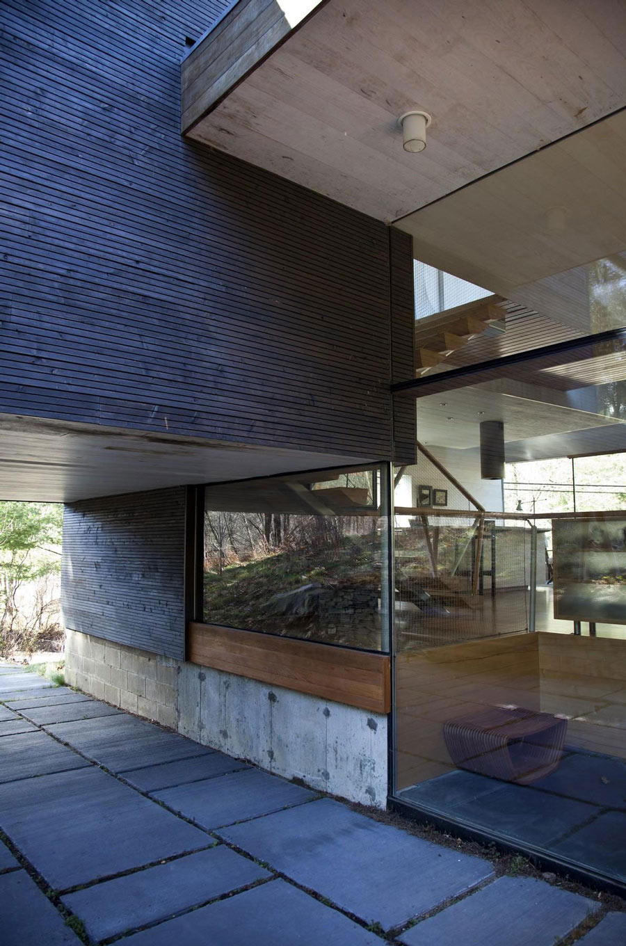 Glass Walls, Wood Cladding, Rural Retreat in Bantam, Connecticut