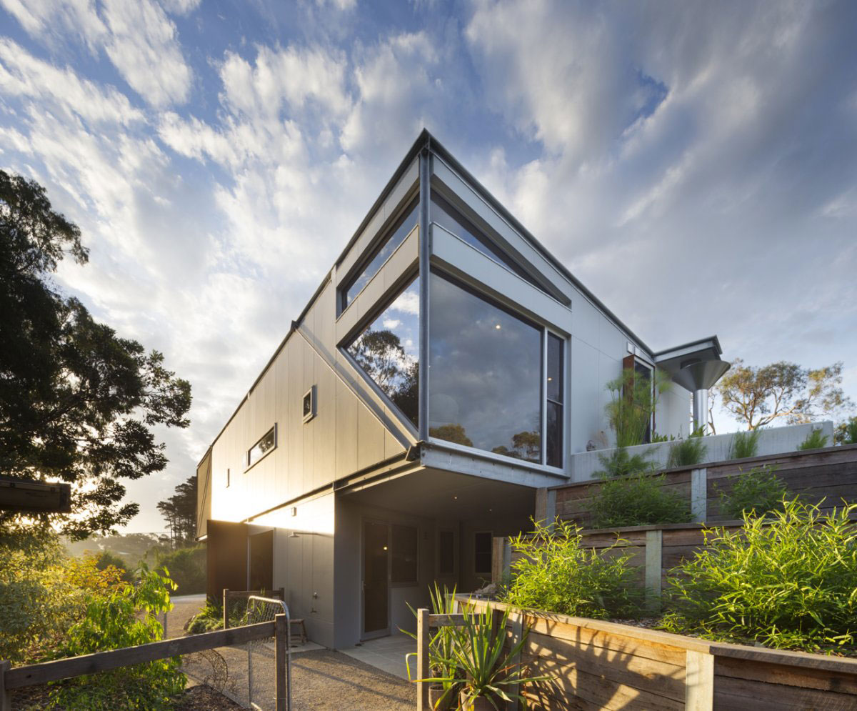 Hull Shaped Roof, Sailing Inspired House in Victoria, Australia
