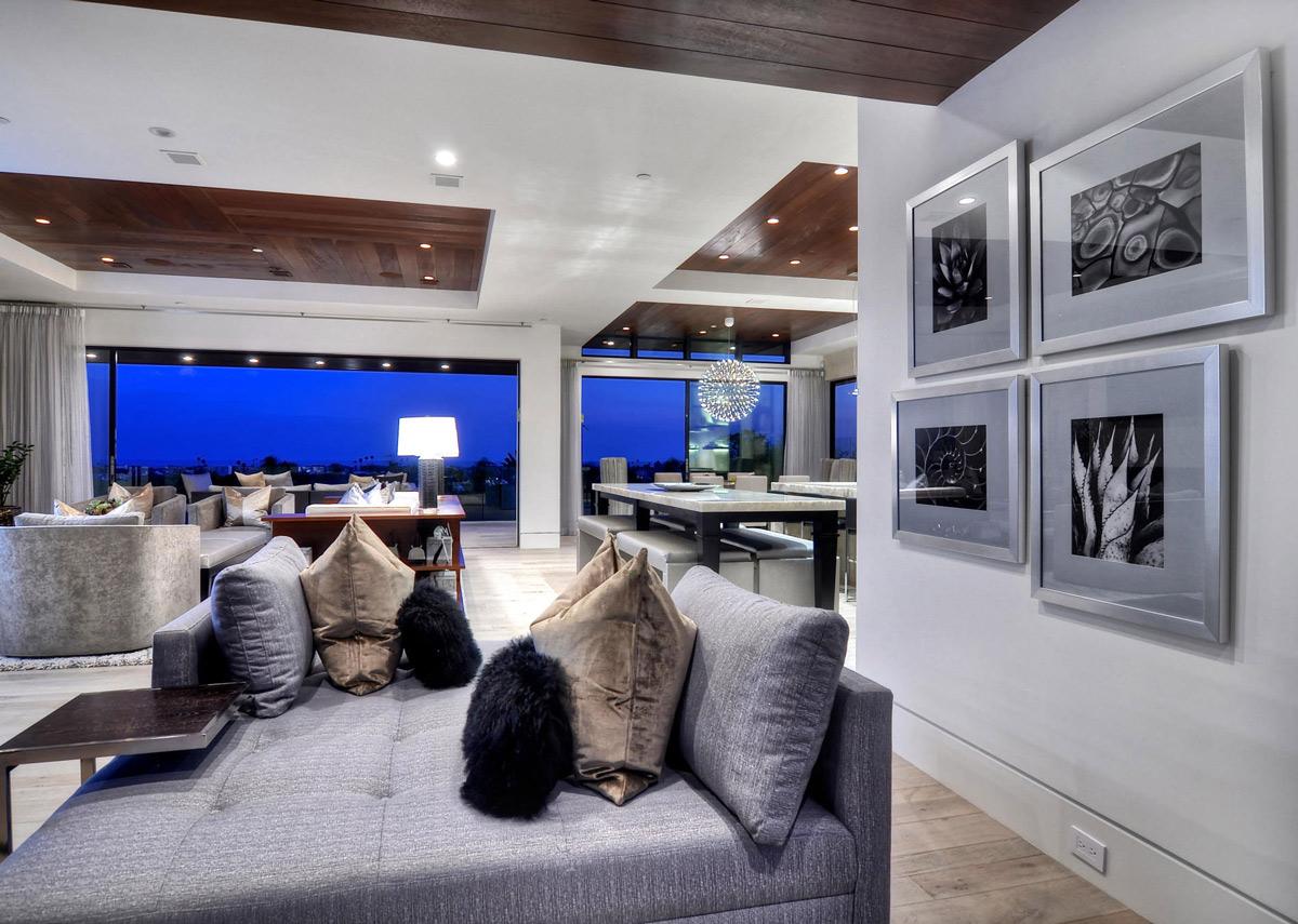 Living Space, Art, Home in Corona del Mar, California