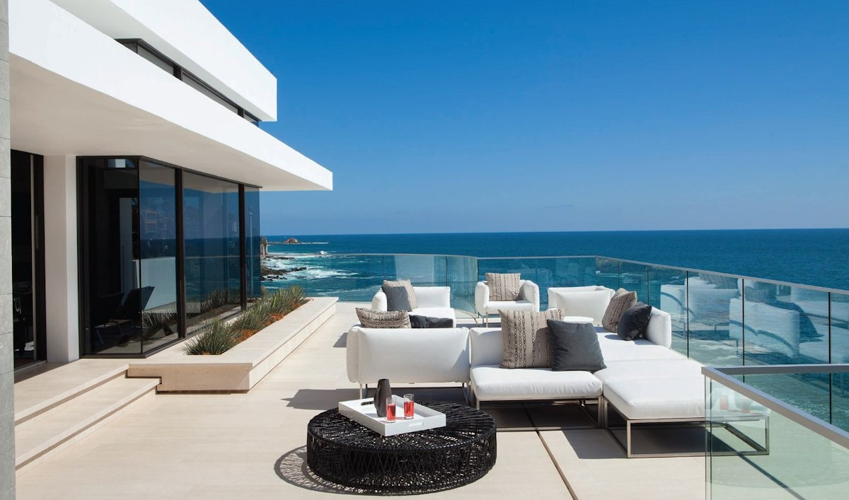 Outdoor Furniture, Glass Balustrading, Sea Views, Beach House in Laguna Beach, California