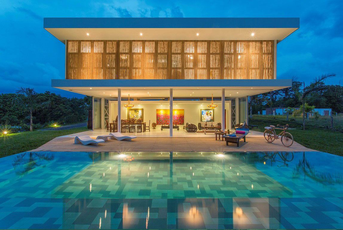 Pool, Terrace, Lights, Living Space, Family Home in Pereira, Colombia