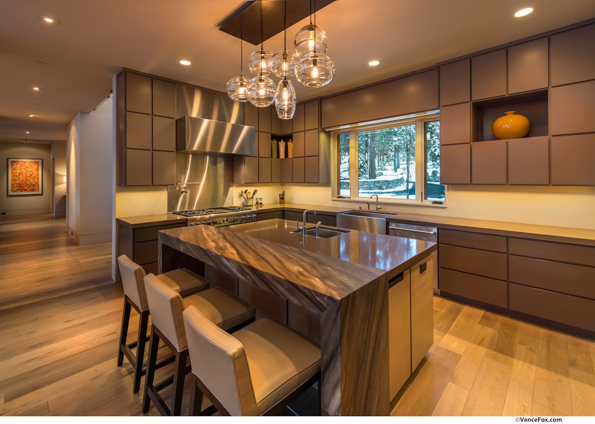 Breakfast bar kitchen island home near lake tahoe for Lampe de bar cuisine