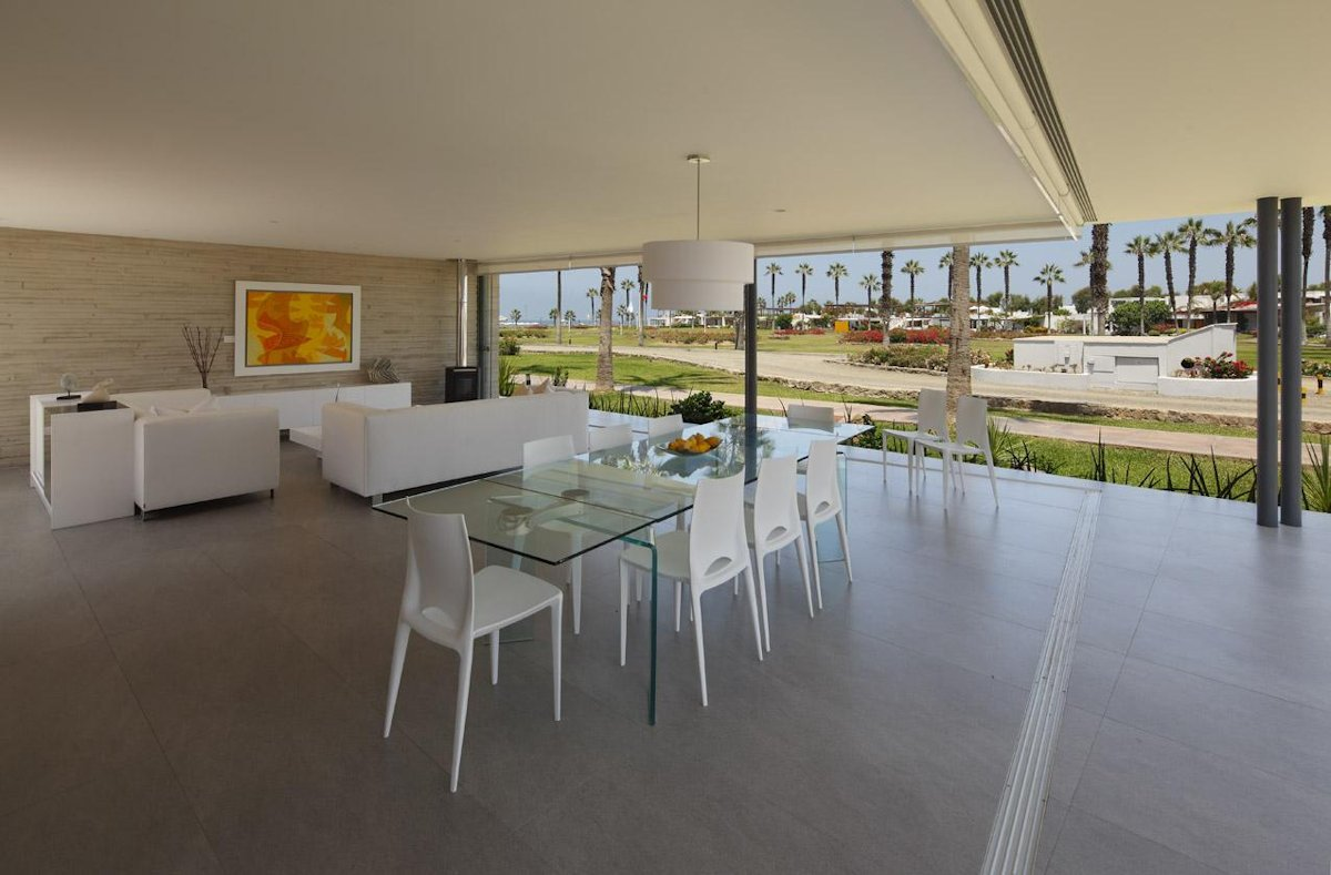 Glass Dining Table, Luxury Modern Home in Lima, Peru