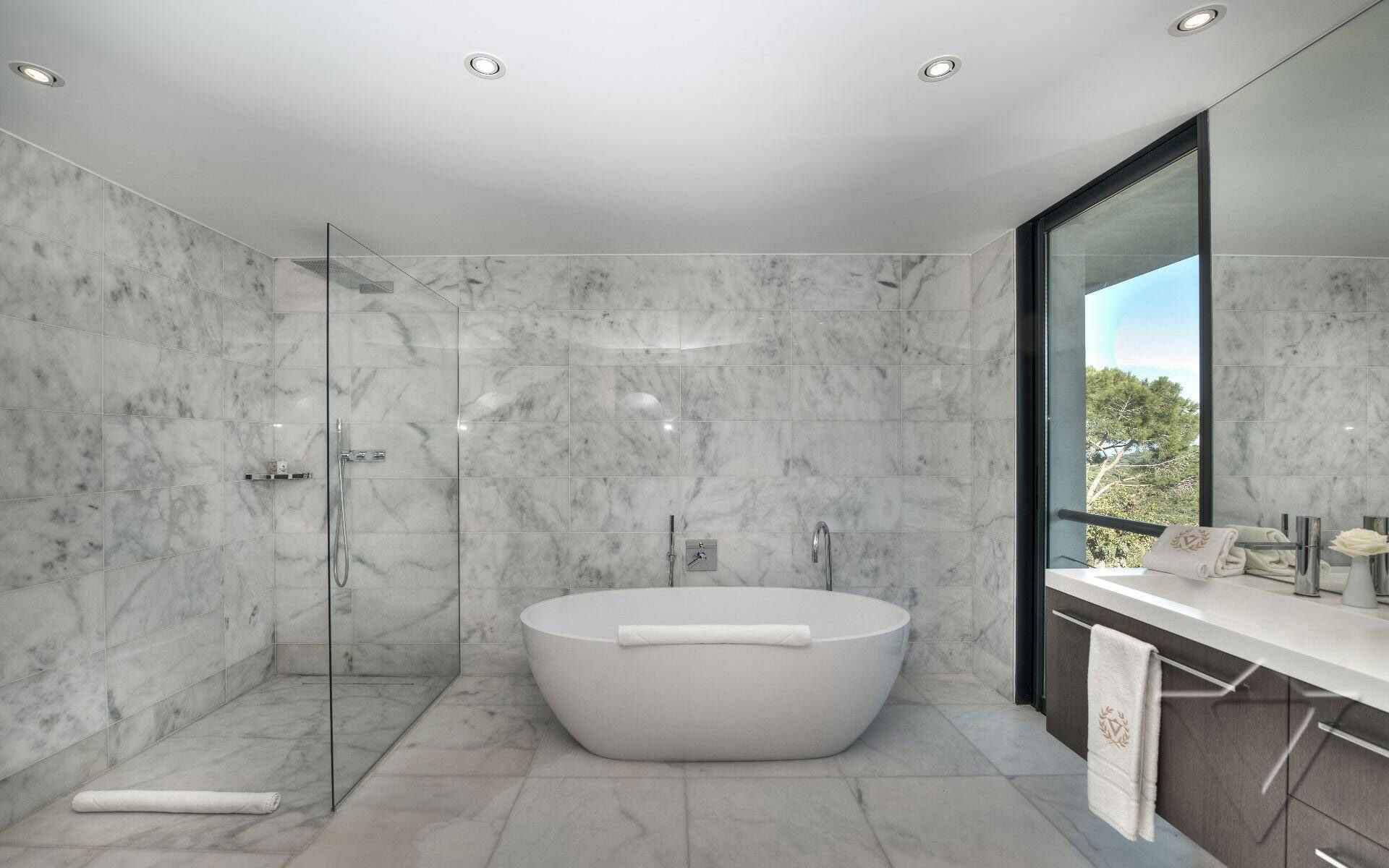 Glass Shower Screen, Bathroom, Luxury Holiday Villa in Saint-Tropez, France