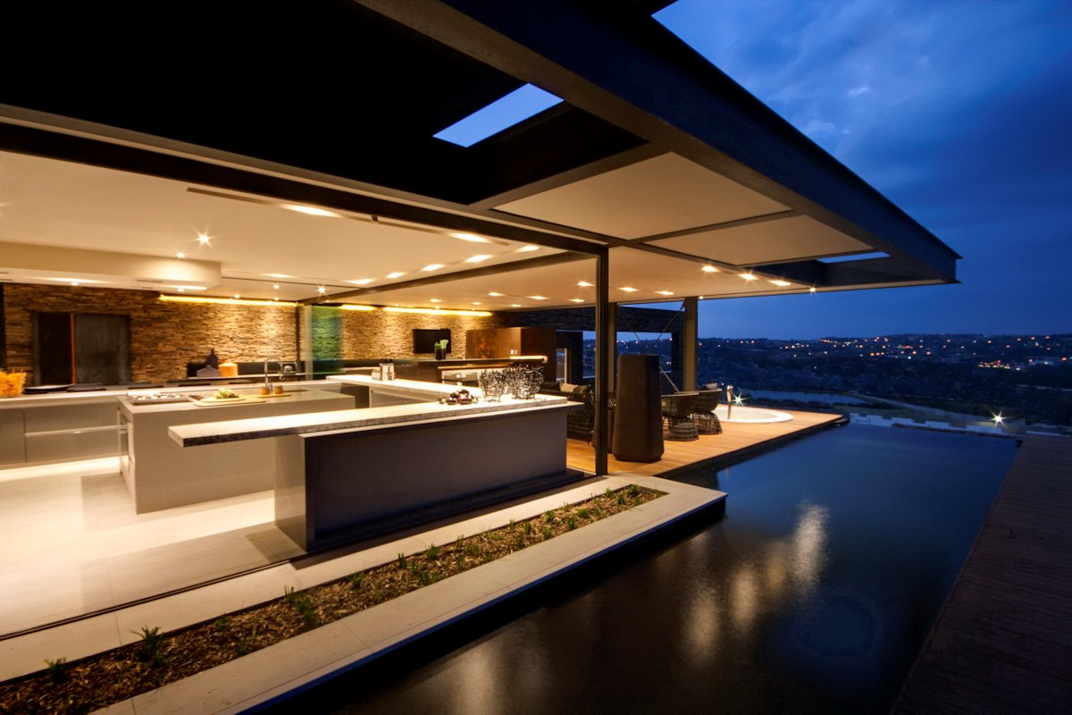 Infinity Pool, Luxurious Modern Residence in Pretoria, South Africa