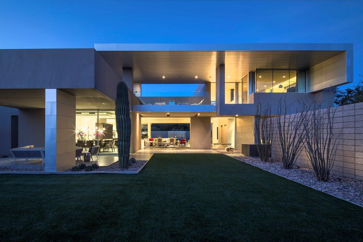 Lawn, Open Terraces, Mid-Century Modern Home in Scottsdale, Arizona