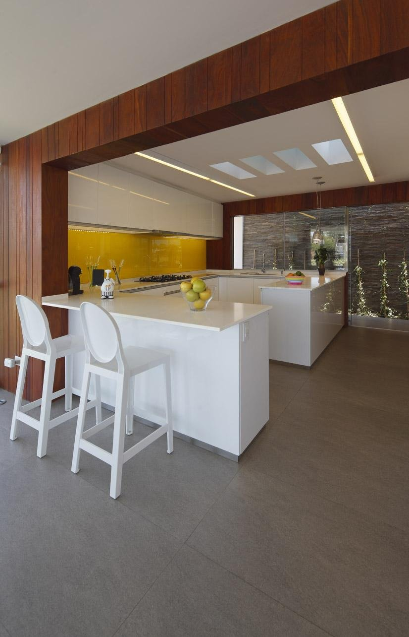 White Kitchen Units, Luxury Modern Home in Lima, Peru