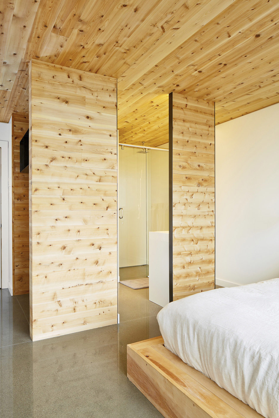 Bedroom, Bathroom, Malbaie VIII Residence in Charlevoix