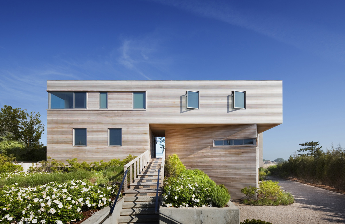 Cedar-Cladding, Bay House in Westhampton Beach, New York