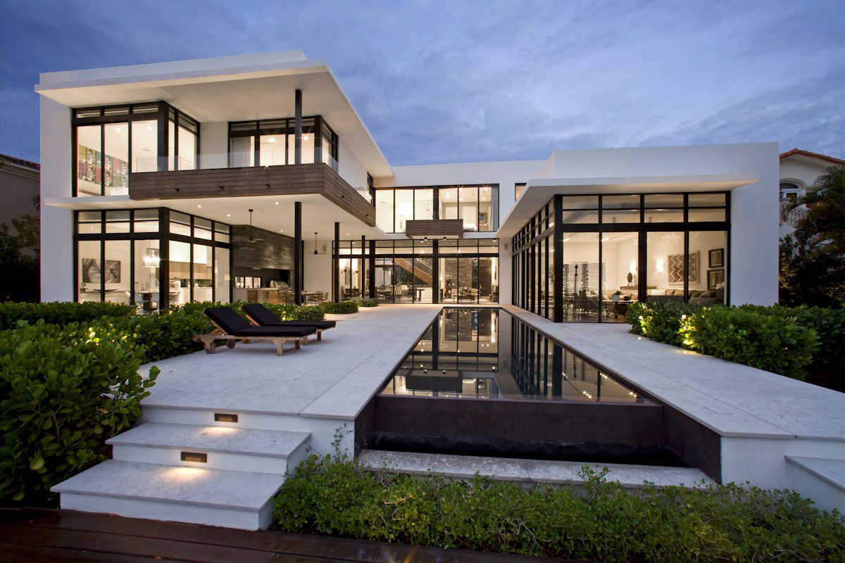 Elegant modern home in golden beach florida for Modern florida homes
