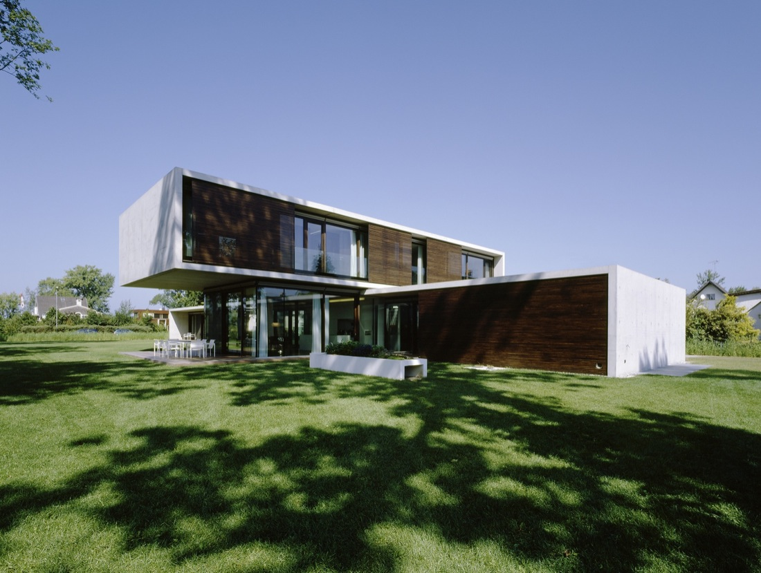 Garden, Lawn, Cantilevered House in the Town of Hard, Austria
