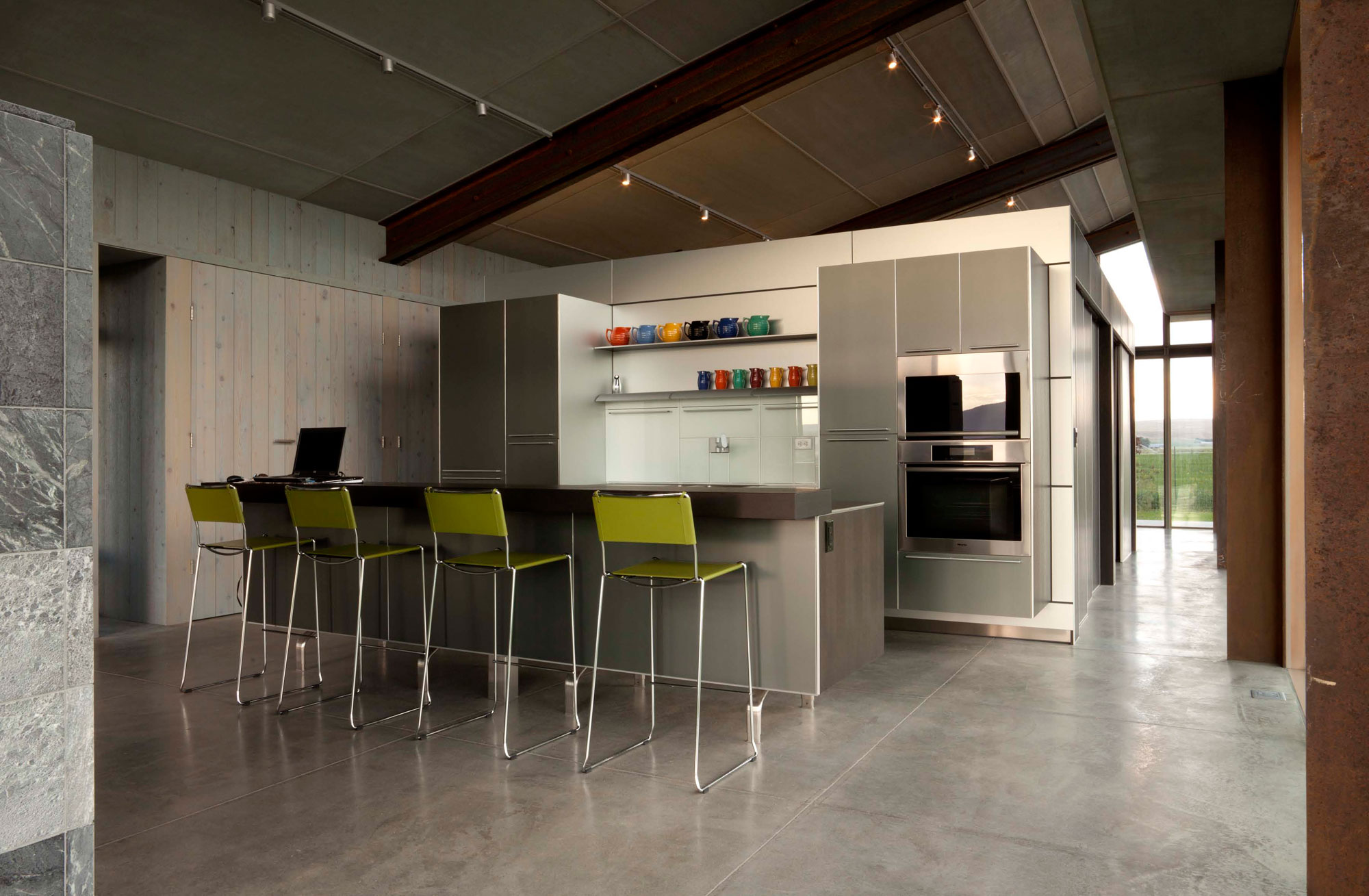 Kitchen, Breakfast Bar, Glass Farmhouse in Northeast Oregon