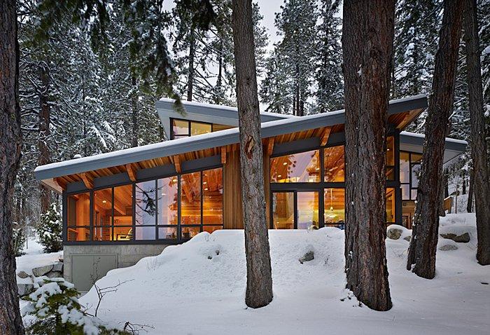 Rustic Mountain Retreat on Lake Wenatchee in Washington State
