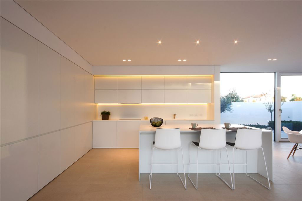 Bright White Kitchen Island, Breakfast Bar, Contemporary Villa in Jesolo Lido, Venice, Italy