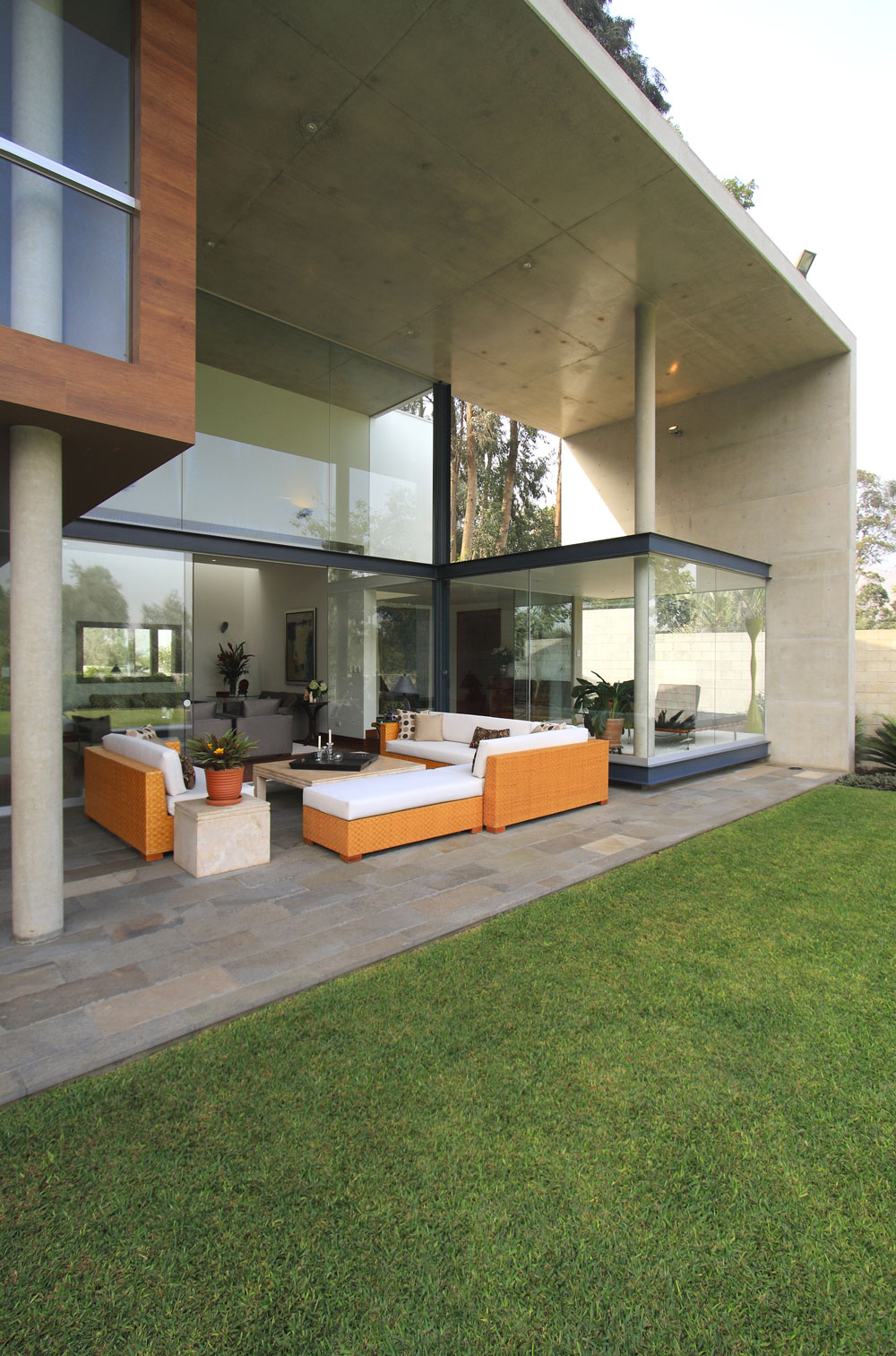 Concrete & Glass Home, Family Home in Lima, Peru