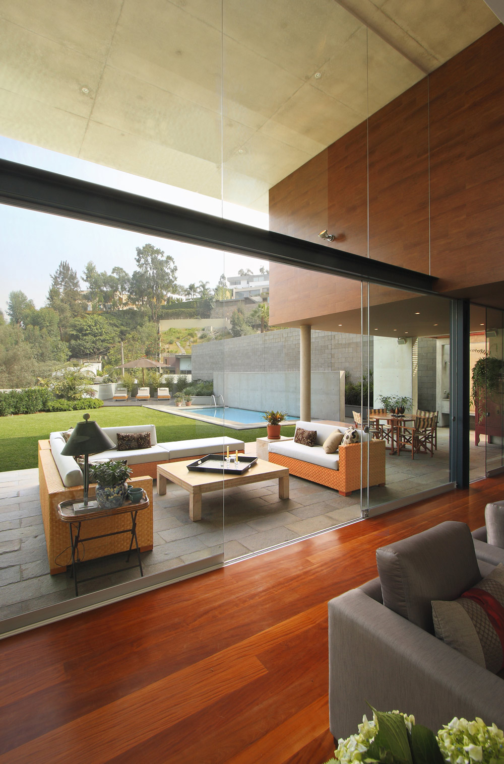 High Ceilings, Glass Walls, Sliding Doors, Family Home in Lima, Peru