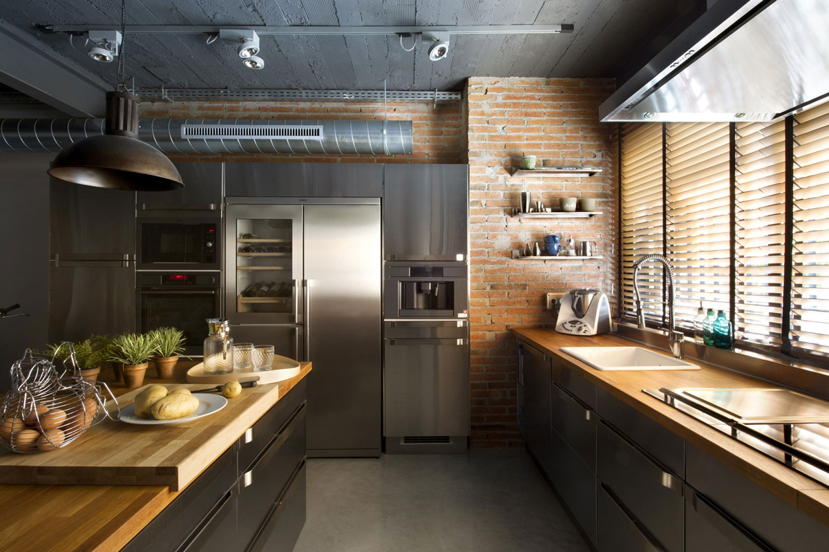 Kitchen brick wall island loft style home in terrassa for Cuisine industrielle