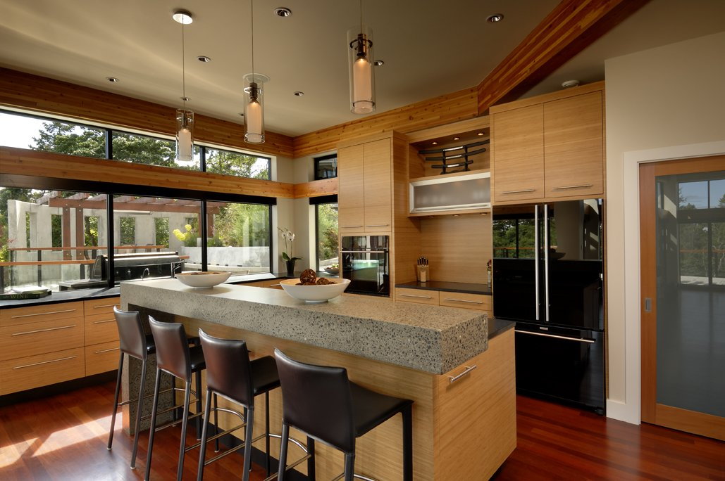 Kitchen Island, Breakfast Bar, Pendant Lighting, Modern Home in Victoria, British Columbia