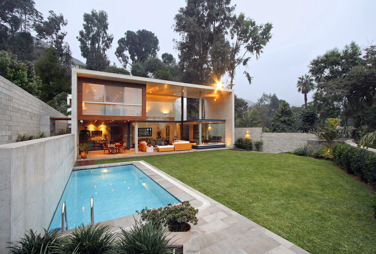 Outdoor Pool, Concrete Walls, Lawn, Family Home in Lima, Peru