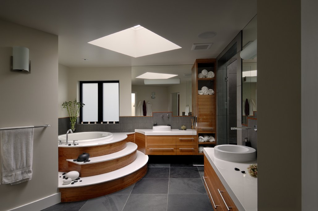 Raised Tub, Bathroom, Modern Home in Victoria, British Columbia