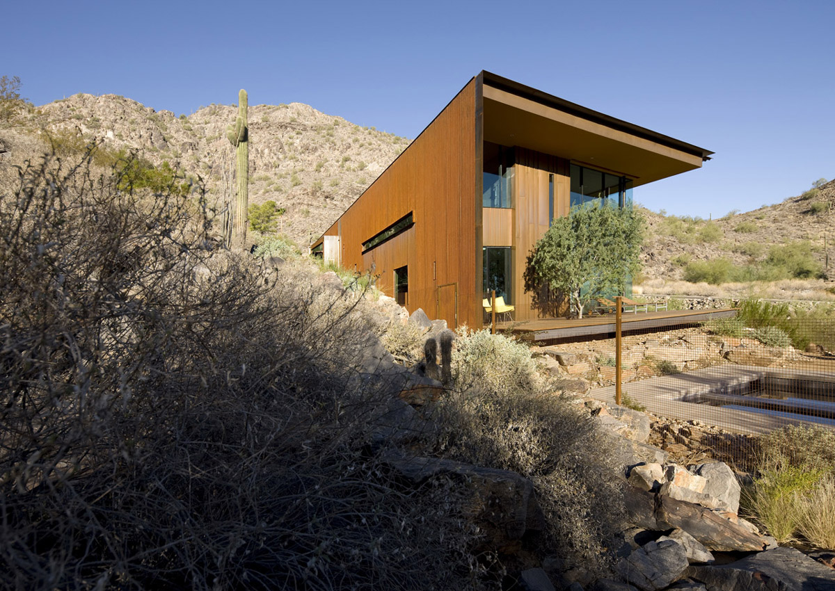 Side Façade, Jarson Residence in Paradise Valley, Arizona