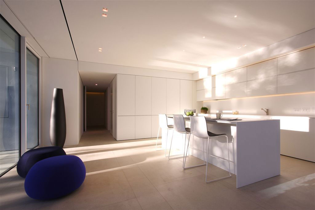 White Kitchen, Breakfast Bar, Contemporary Villa in Jesolo Lido, Venice, Italy