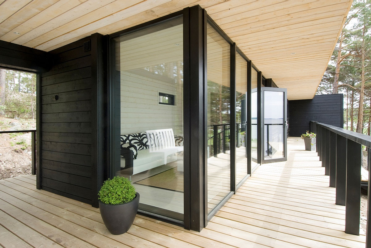 Wood Deck, Large Windows, Vacation Home in Merimasku, Finland