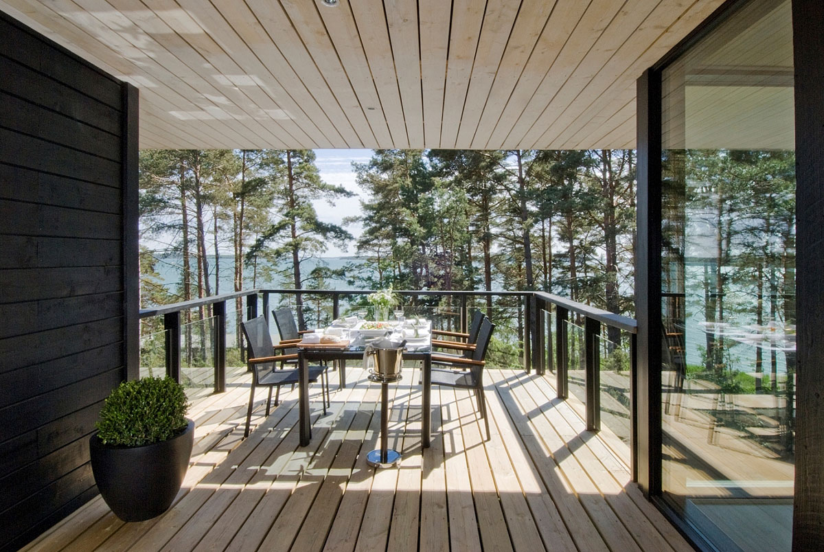 Wooden Deck, Outdoor Dining Table, Vacation Home in Merimasku, Finland