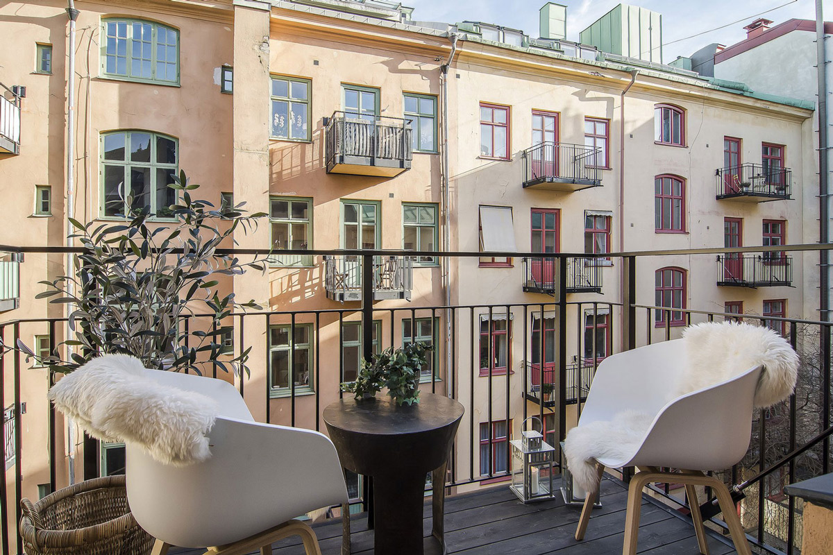 Balcony, Table & Chairs, Apartment in Östermalm, Stockholm