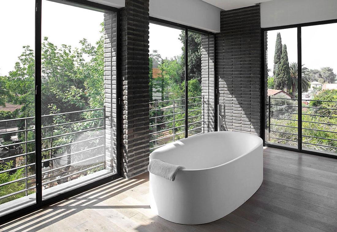 Bath, Glass Sliding Doors, Family Home in Ramat HaSharon, Israel