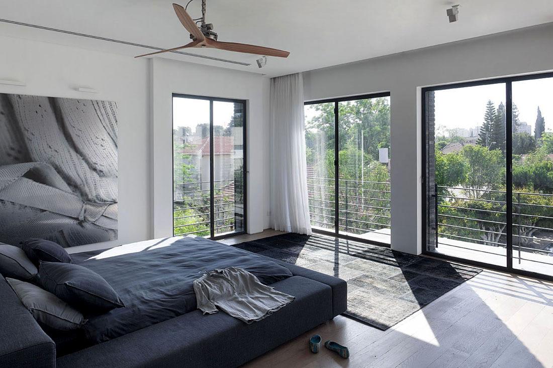 Bedroom, Rug, Family Home in Ramat HaSharon, Israel