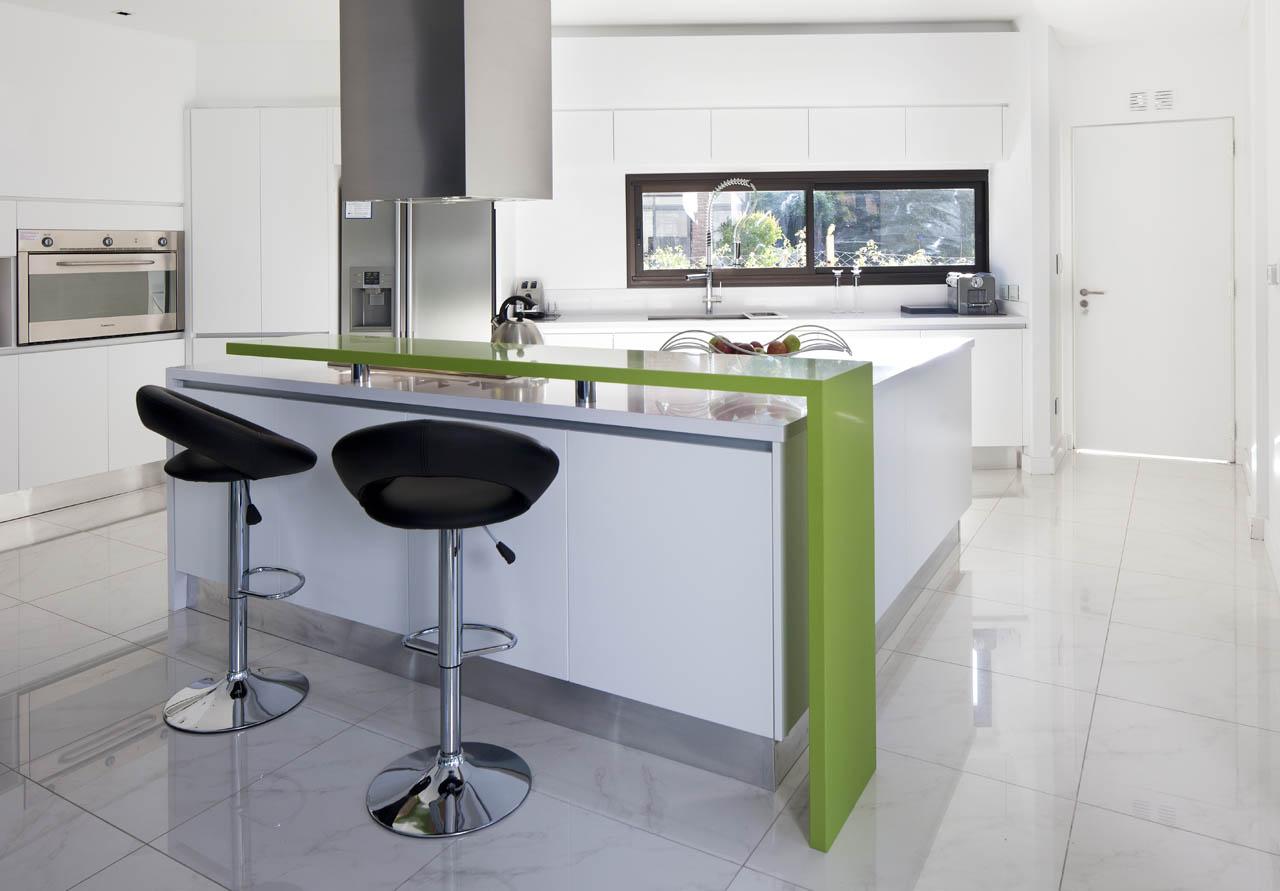 Breakfast Bar Bright White Kitchen, Kitchen Island, Modern House in Pilar, Buenos Aires