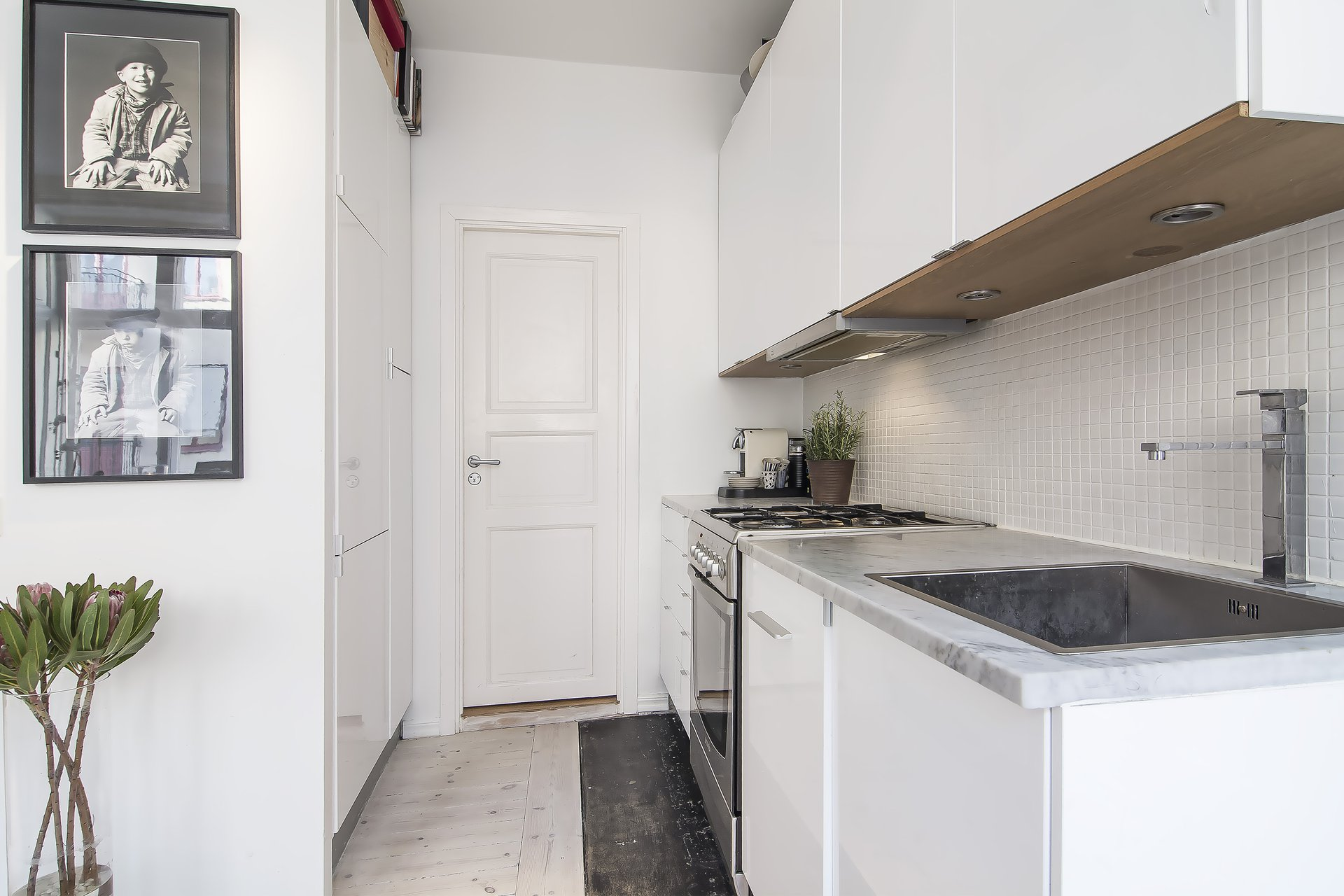 Compact White Kitchen, Apartment in Östermalm, Stockholm
