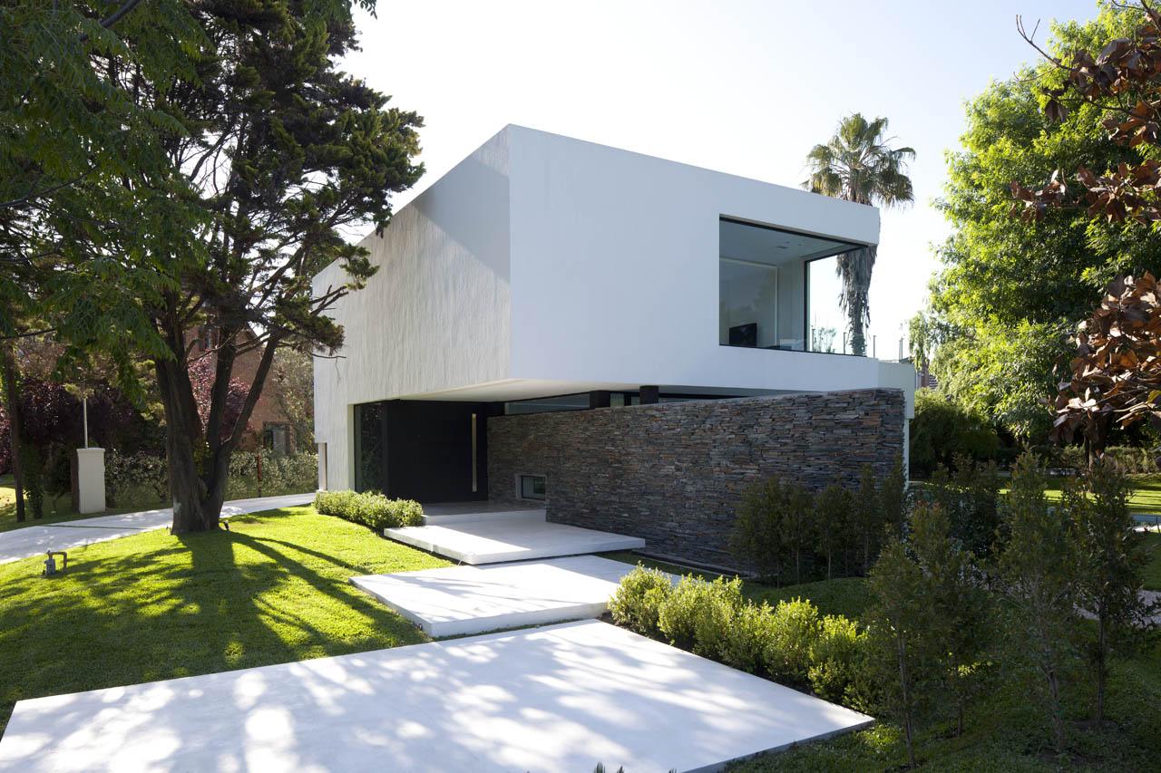 Entrance, Garden, Lawn, Modern House in Pilar, Buenos Aires