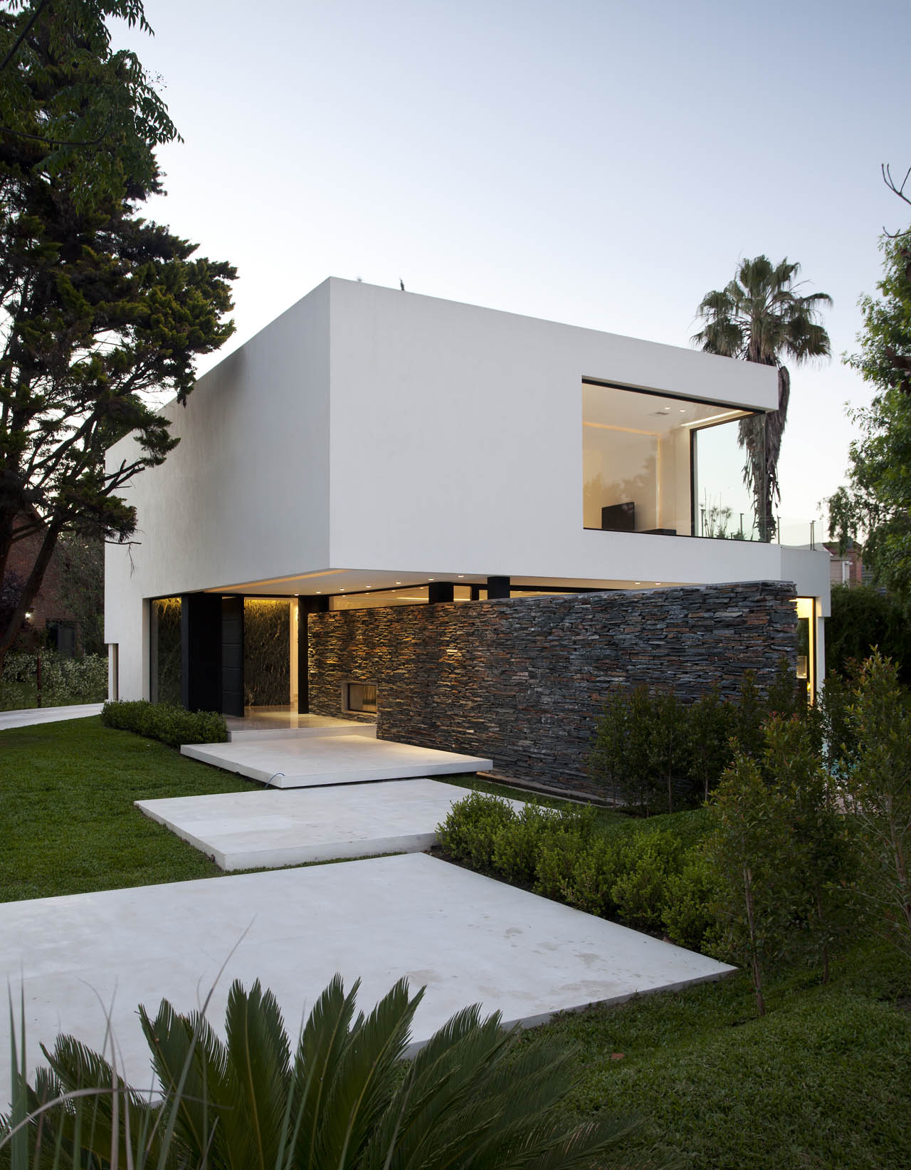 entrance stone wall modern house in pilar buenos aires fresh palace rh freshpalace com modern house entrance ideas modern house entrance designs exterior