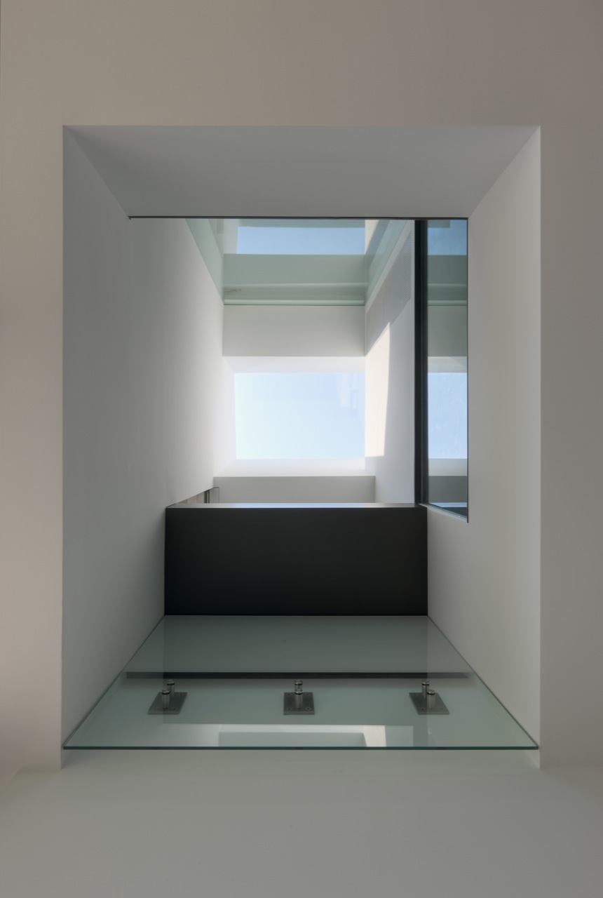 Glass Floor, Oceanfront Residence in Connecticut