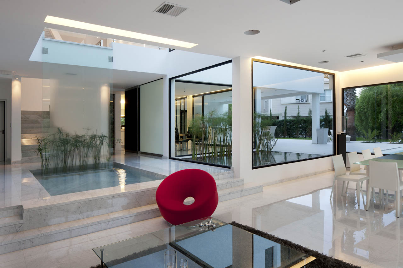 Indoor Water Feature, Open Plan Living, Modern House in Pilar, Buenos Aires