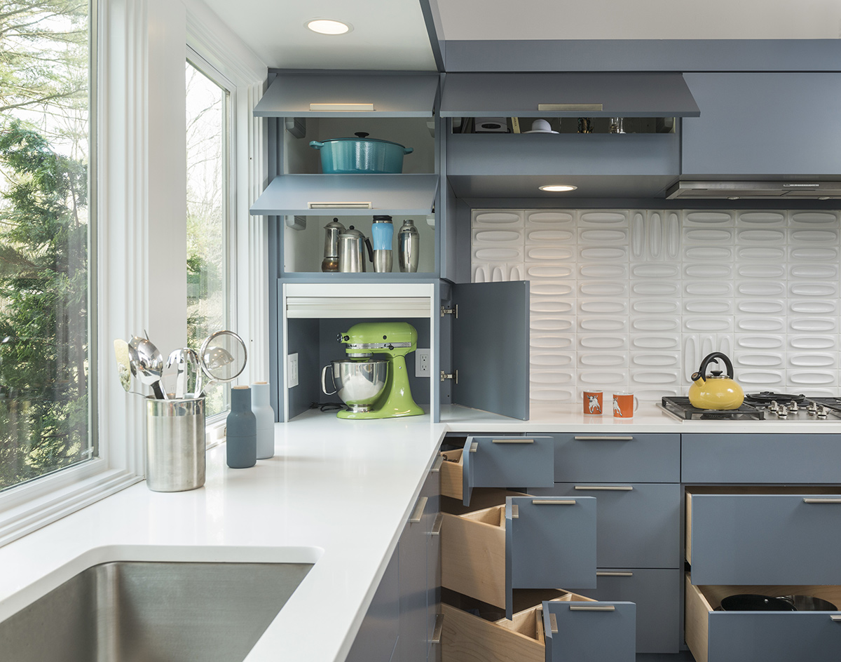 Kitchen, Sink, Open Units, Mid-Century Modern House in Lincoln