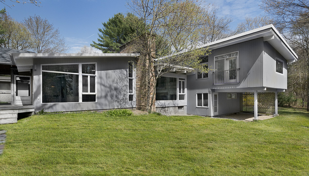 Lawn, Façade, Mid-Century Modern House in Lincoln