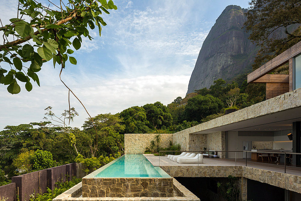 Contemporary Home with Spectacular Ocean Views in Rio de Janeiro