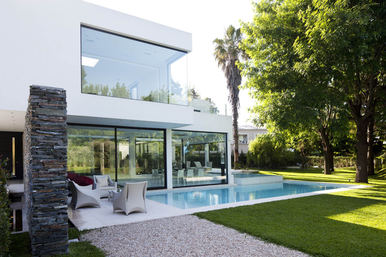 Pool, Glass Walls, Lawn, Modern House in Pilar, Buenos Aires